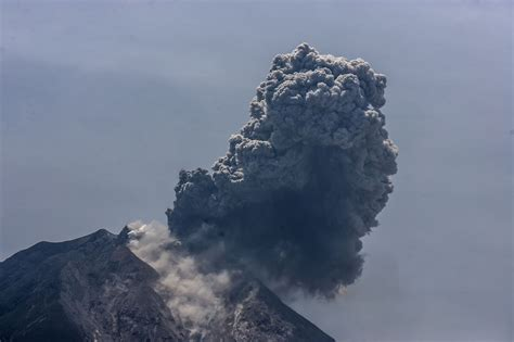 3 Indonesian volcanoes erupting at once, disrupting some