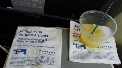 HD Inside of United Airlines E-170 First Class Cabin